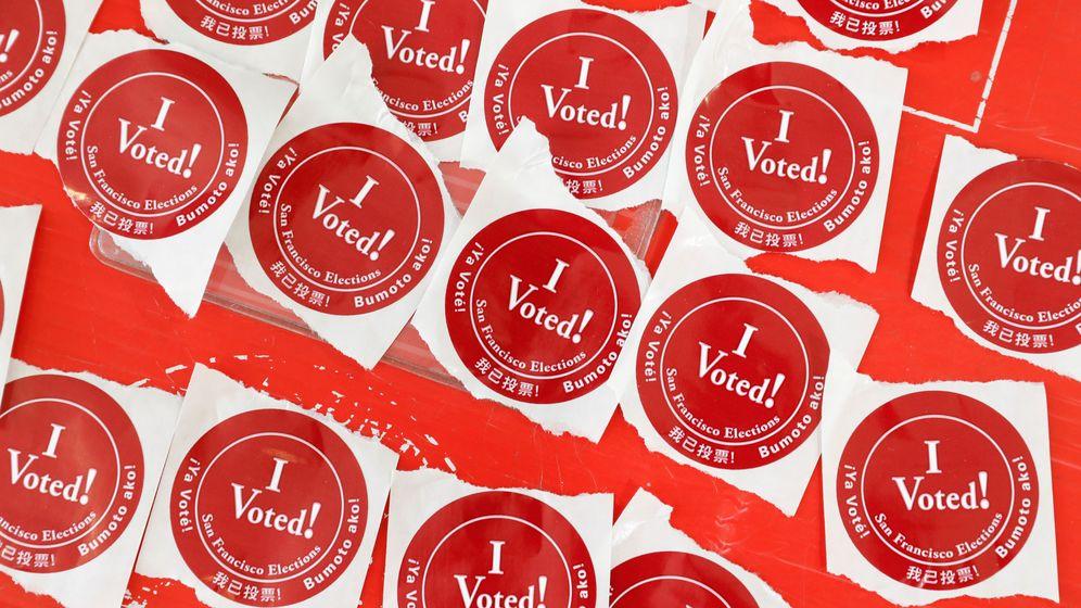 Foto: Pegatinas de 'Yo voté' en el supermartes. (Reuters)