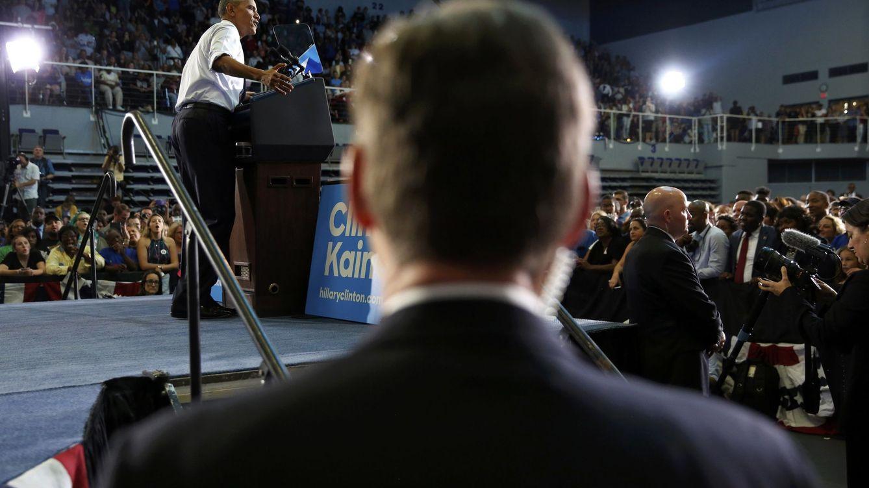 Foto: Agentes del Servicio Secreto protegen al presidente Obama durante la campaña electoral de Clinton en Florida, el 3 de noviembre de 2016 (Reuters)