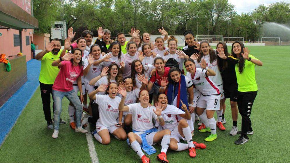 Foto: La plantilla del CD Tacón, tras lograr el ascenso a la Liga Iberdrola- (Foto: CD Tacón)
