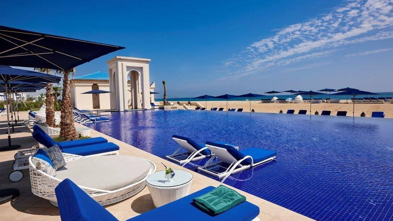 El beach club del Tamouda Bay, un universo en azul.