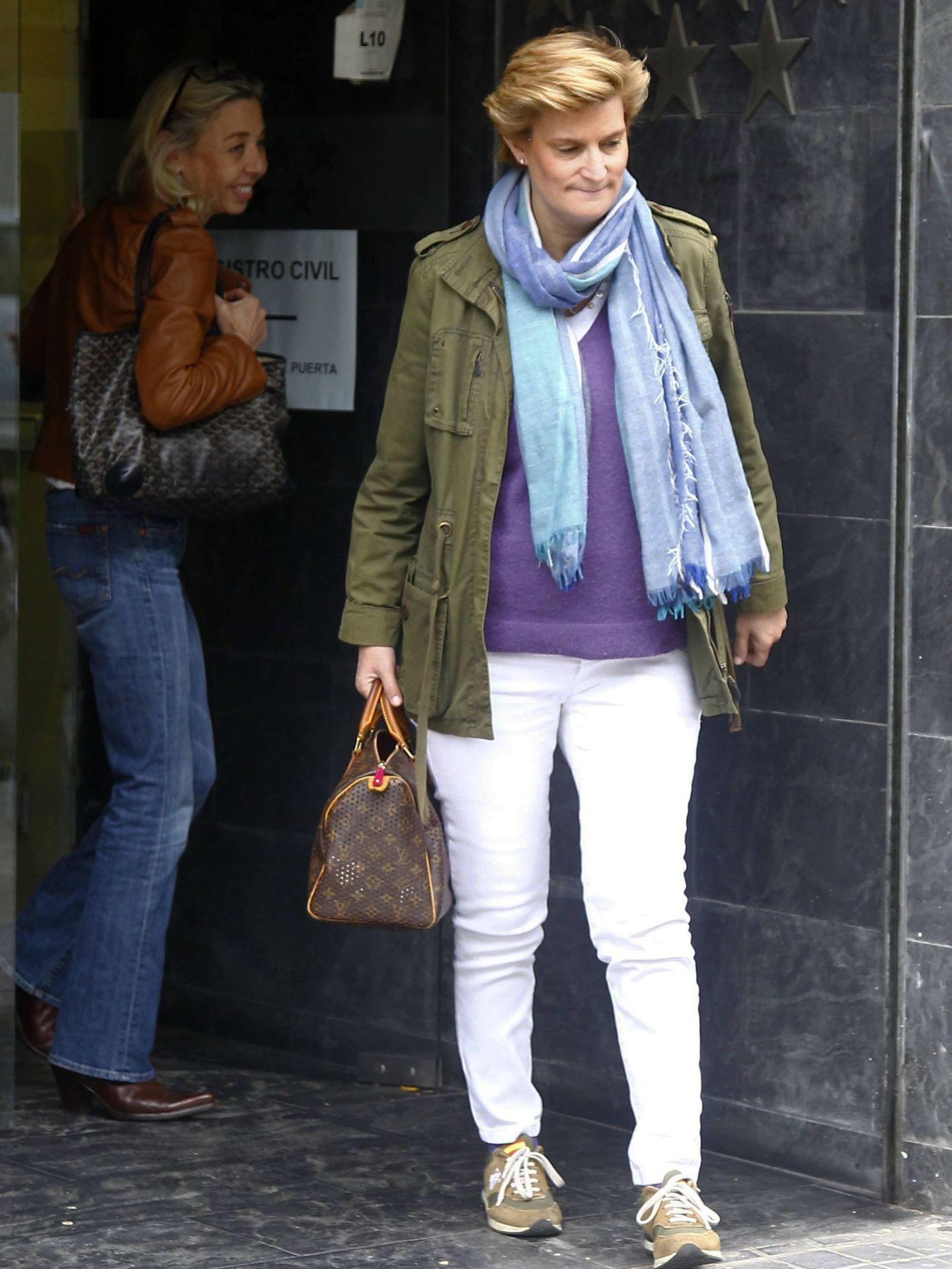 María Zurita, a principios de mayo, tras inscribir a su hijo en el Registro Civil. (Getty)