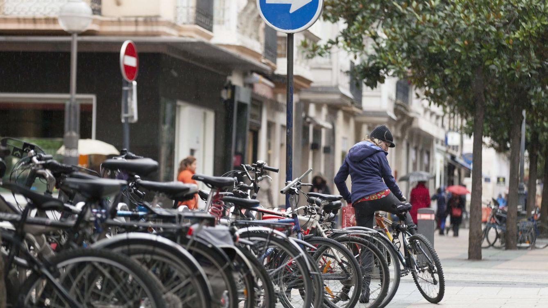 Foto: Los hábitos sociales en el transporte urbano pueden encontrar una alternativa en un mayor uso de la bicicleta(EFE)