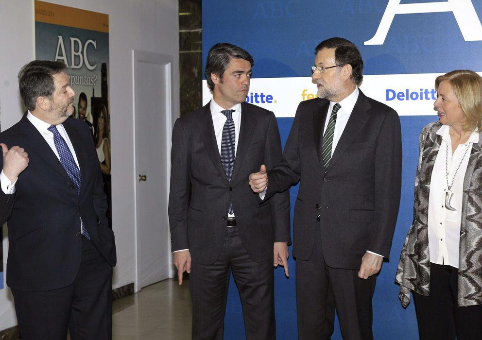 Foto: Luis Enríquez (centro junto a Mariano Rajoy), en un acto del ABC. EFE
