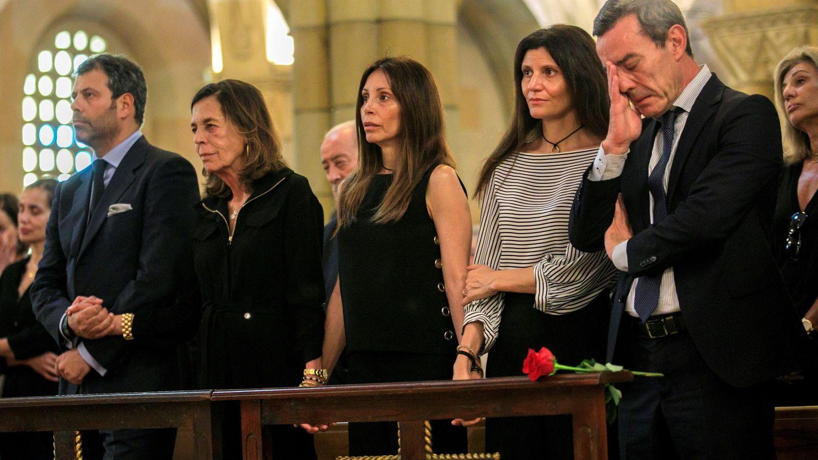 Foto: Último adiós a Arturo Fernández en Gijón. (EFE)