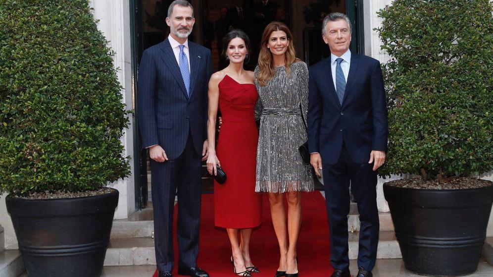 Foto: Los Reyes y el matrimonio argentino. (Casa Real)