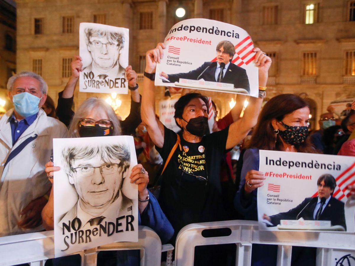 Foto: Carteles a favor del 'expresident' Carles Puigdemont. (EFE)