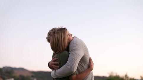 Trucos psicológicos para aprender a vivir sin abrazos y besos (por ahora)
