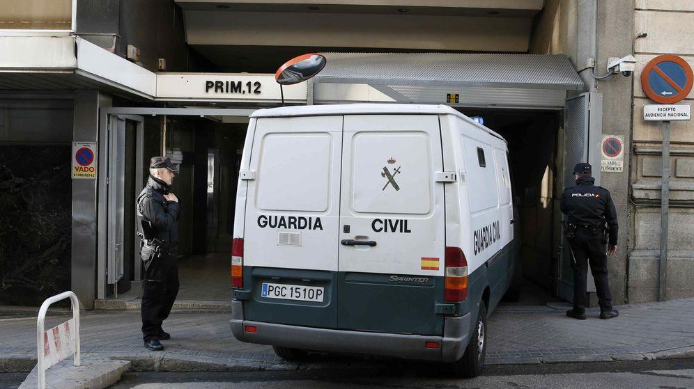 Foto: Imagen de archivo de un furgón de la Guardia Civil (EFE)