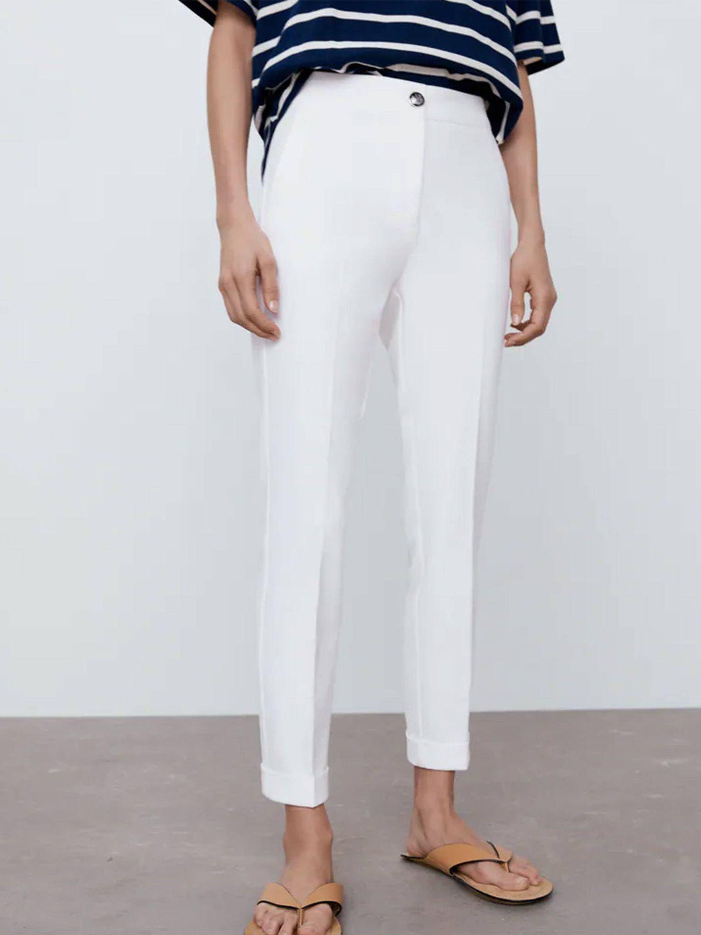 Pantalones blancos de Zara. (Cortesía)