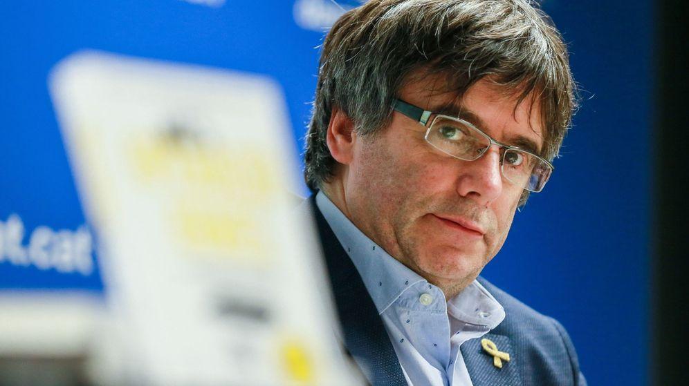 Foto: El expresidente de la Generalitat de Cataluña Carles Puigdemont participa en la presentación del libro 'Més operació urnes' en Bruselas. (EFE)