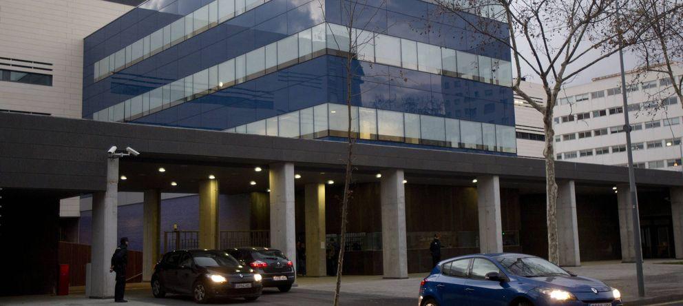 Foto: Líneas colapsadas el 9-N en las comisarías de los Mossos d'Esquadra. (Efe)