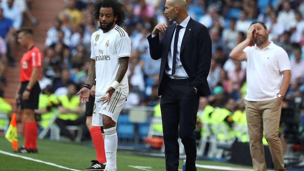 Foto: Zidane y Marcelo durante el Real Madrid-Valladolid disputado en el Bernabéu. (EFE)