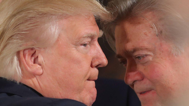 Bannon, con Donald Trump. (Reuters)
