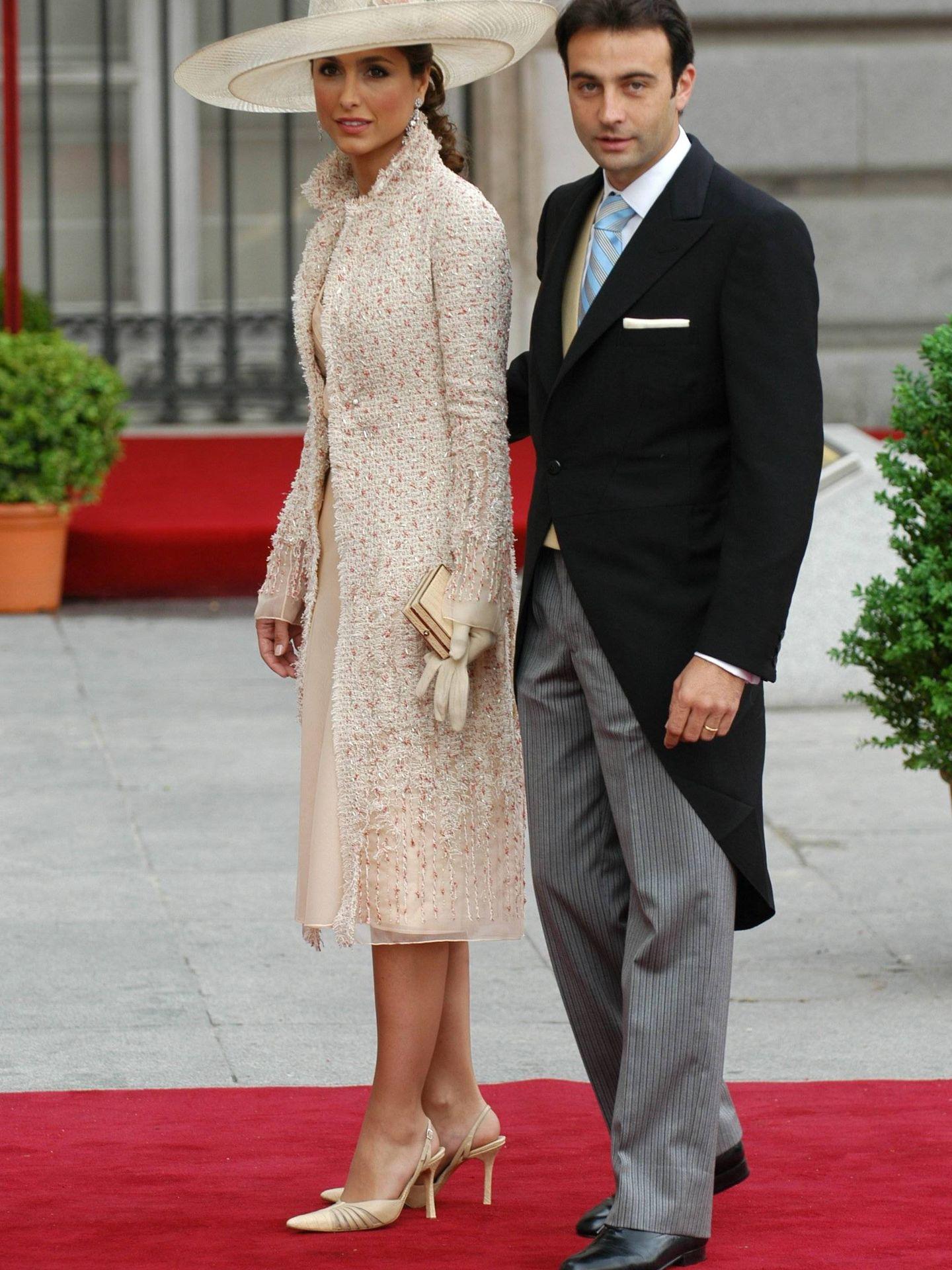 Paloma Cuevas y Enrique Ponce, en la boda de los Reyes. (EFE)