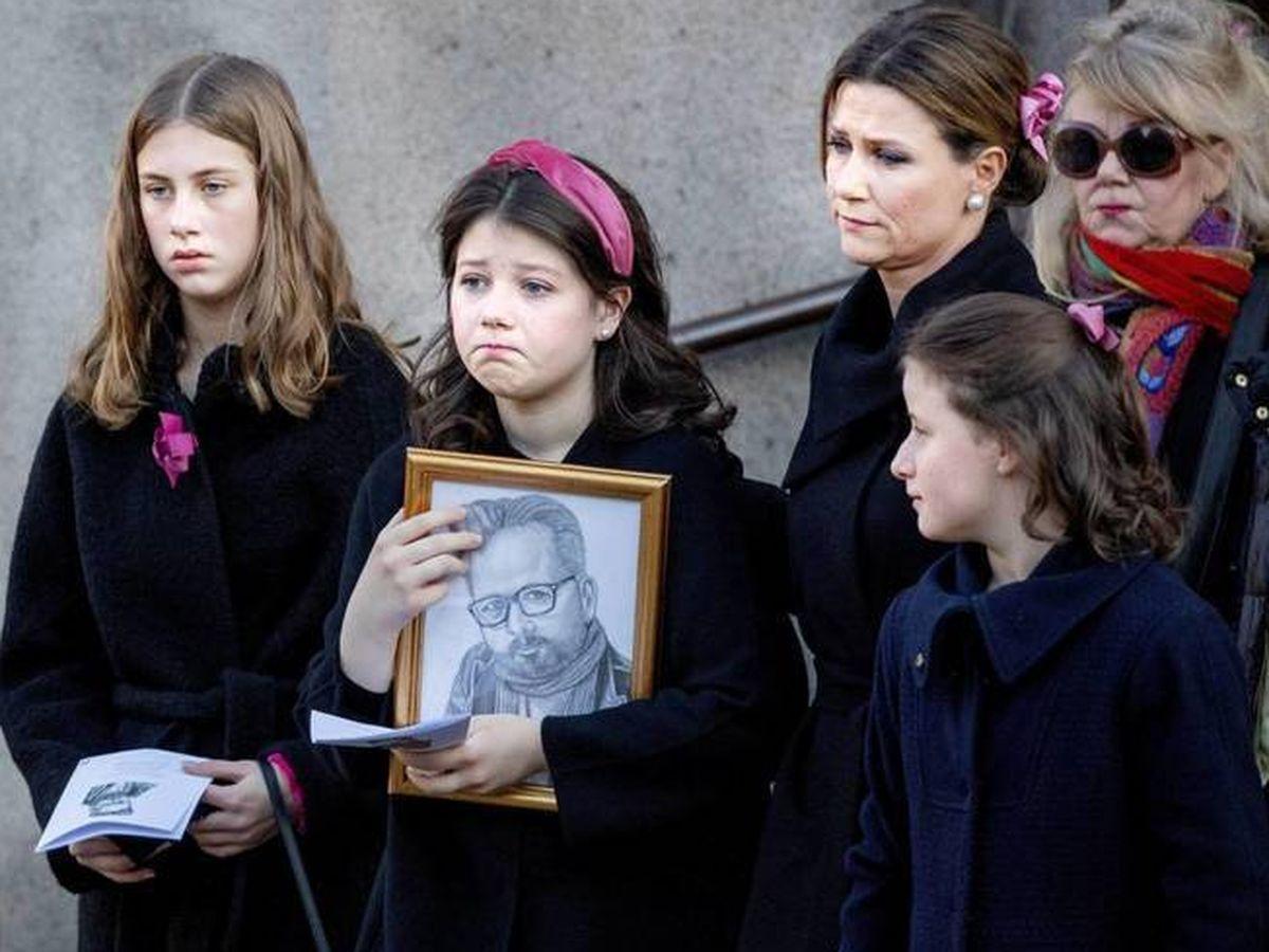 Foto: Marta Luisa de Noruega y sus hijas en el funeral de Ari Behn. (Cordon Press)
