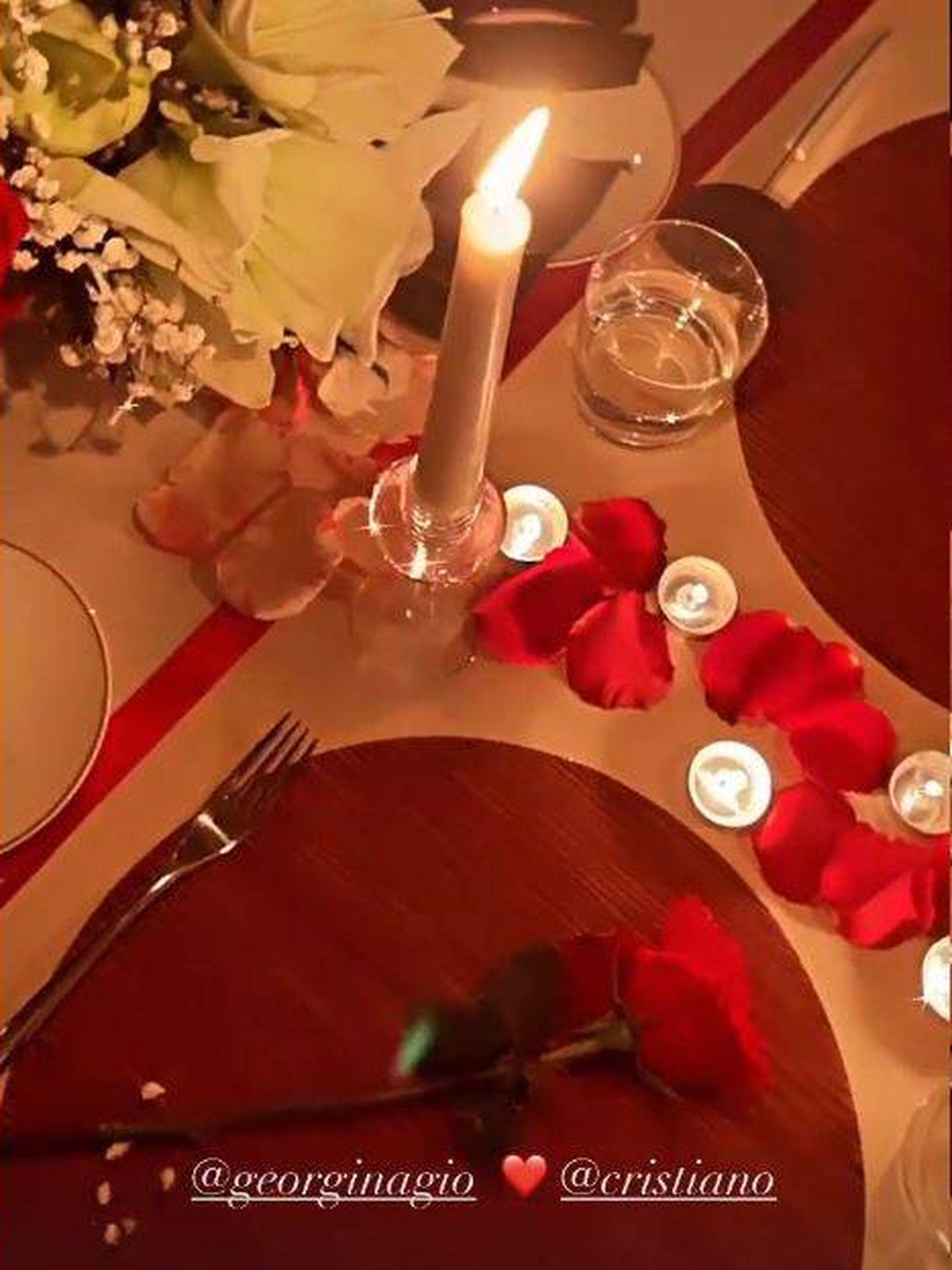 Romántica cena a la luz de las velas organizada por Cristiano. (Redes)