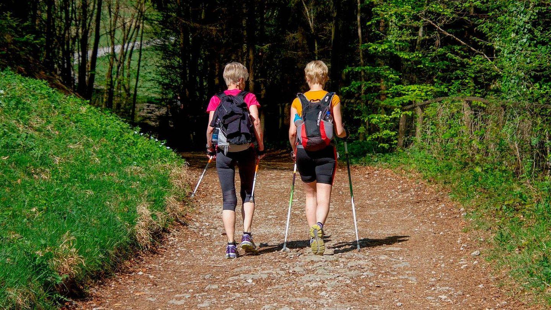 Caminar es uno de los deportes más sencillos y baratos que existen (Pixabay)