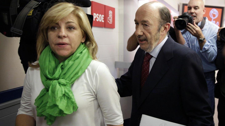 Rubalcaba y Elena Valenciano tras la rueda de prensa (Reuters)