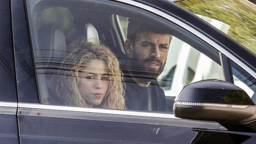 Foto: Shakira y Piqué, en el coche. (Gtres)