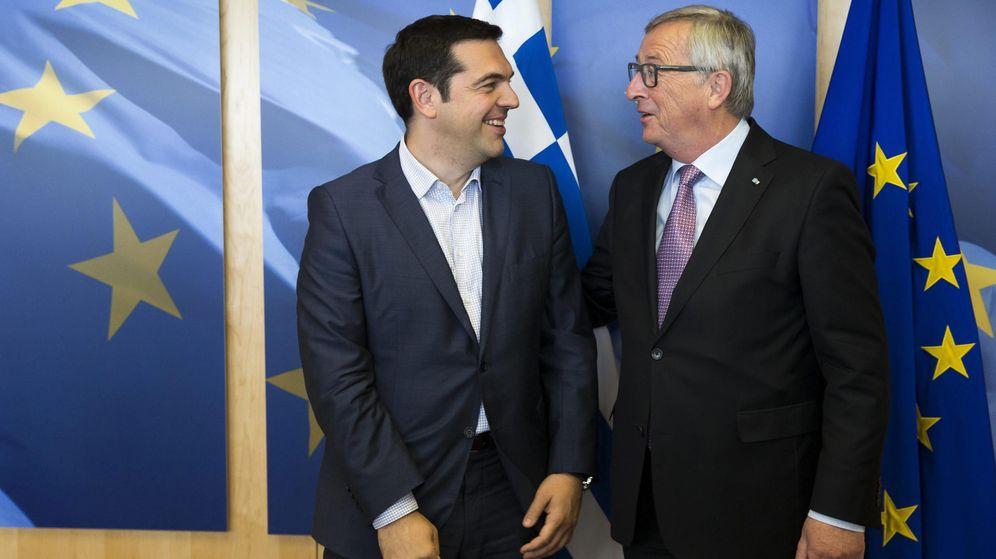 Foto: El presidente de la Comisión Europea, Jean-Claude Juncker (dcha), recibe al primer ministro griego, Alexis Tsipras. (EFE)