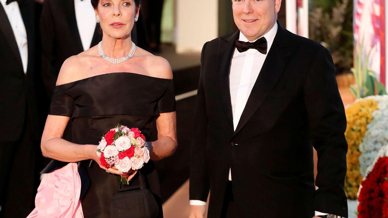 Alberto y Carolina de Mónaco durante el Baile de la Rosa 2019. (Reuters)