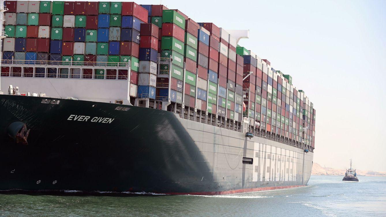 El Ever Given vuelve a navegar tras estar retenido desde marzo en el canal de Suez
