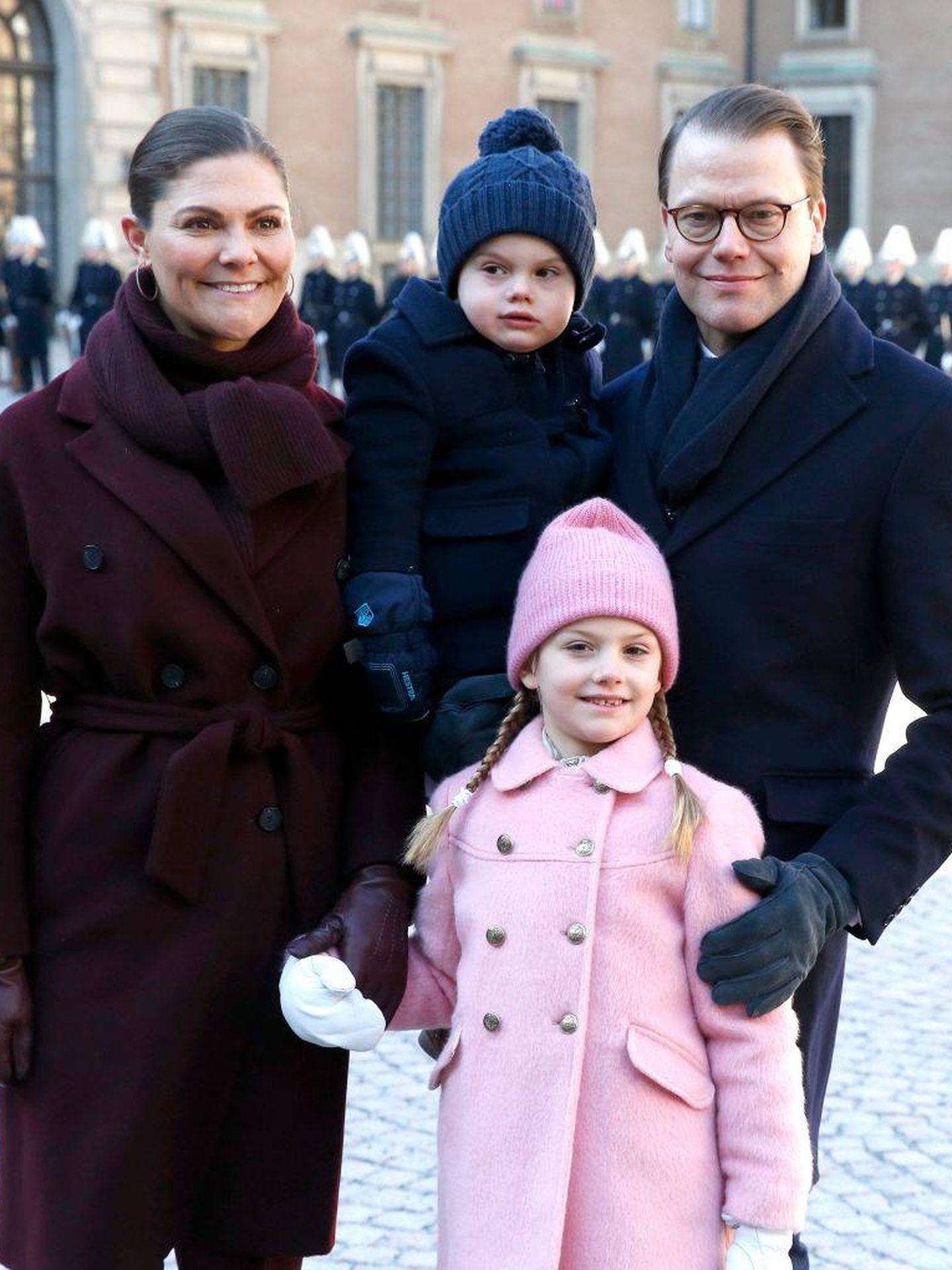 Victoria de Suecia y su familia en el Día del Nombre. (Getty)