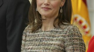 La Reina Letizia lleva el clasicismo por bandera en los Premios del Deporte