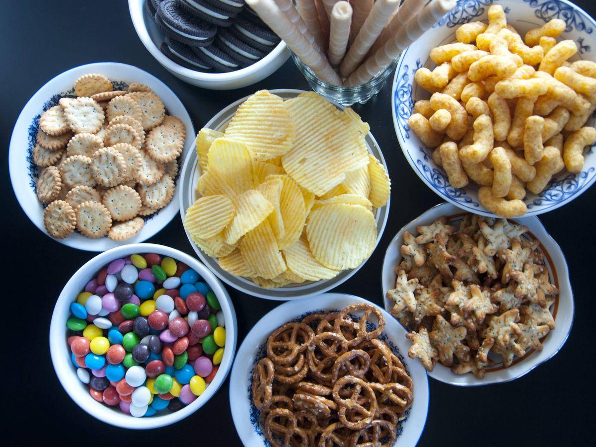 Foto: Se recomienda evitar ciertos snacks. (iStock)