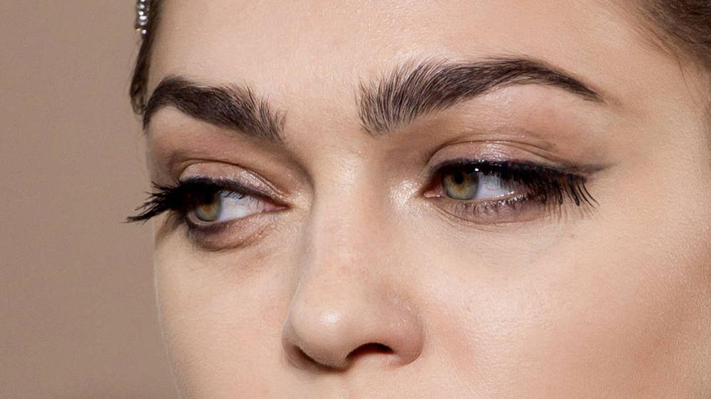 Foto: Cómo conseguir las cejas perfectas con los polvos traslúcidos. (Imaxtree)