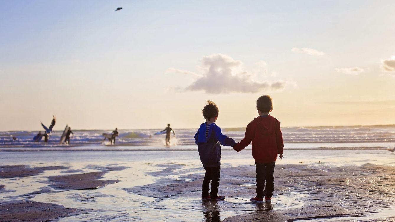 Foto: Los niños aprenden durante la infancia las bases morales del resto de su existencia. (iStock)