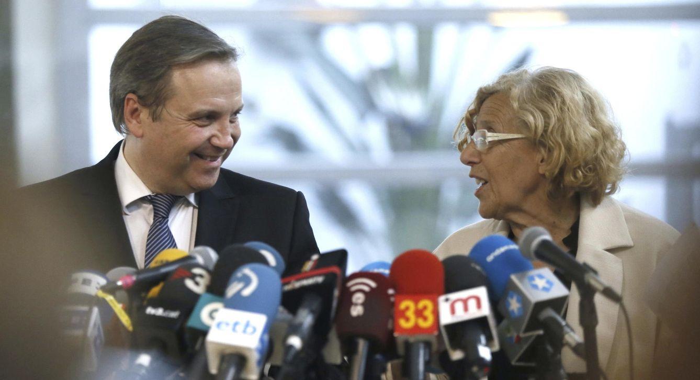 Carmona y Carmena, anunciando su pacto el pasado viernes (EFE)