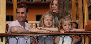 Post de Los posados de Felipe y Letizia y sus hijas en Mallorca: así han cambiado con los años