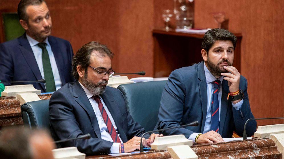 Foto: El candidato a la presidencia de la Comunidad de Murcia Fernando López Miras (d). (EFE)