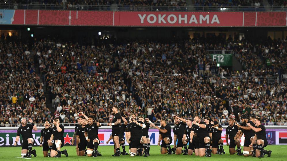 Foto: Los All Blacks en plena haka Kapa O Pango. (Reuters)
