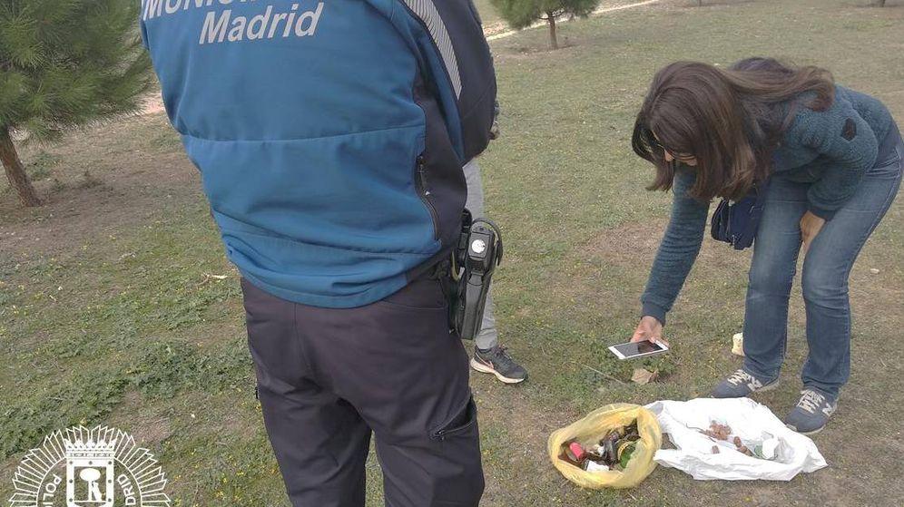 Foto: La Policía retira salchichas con alfileres del Parque Barajas (Policía de Madrid)