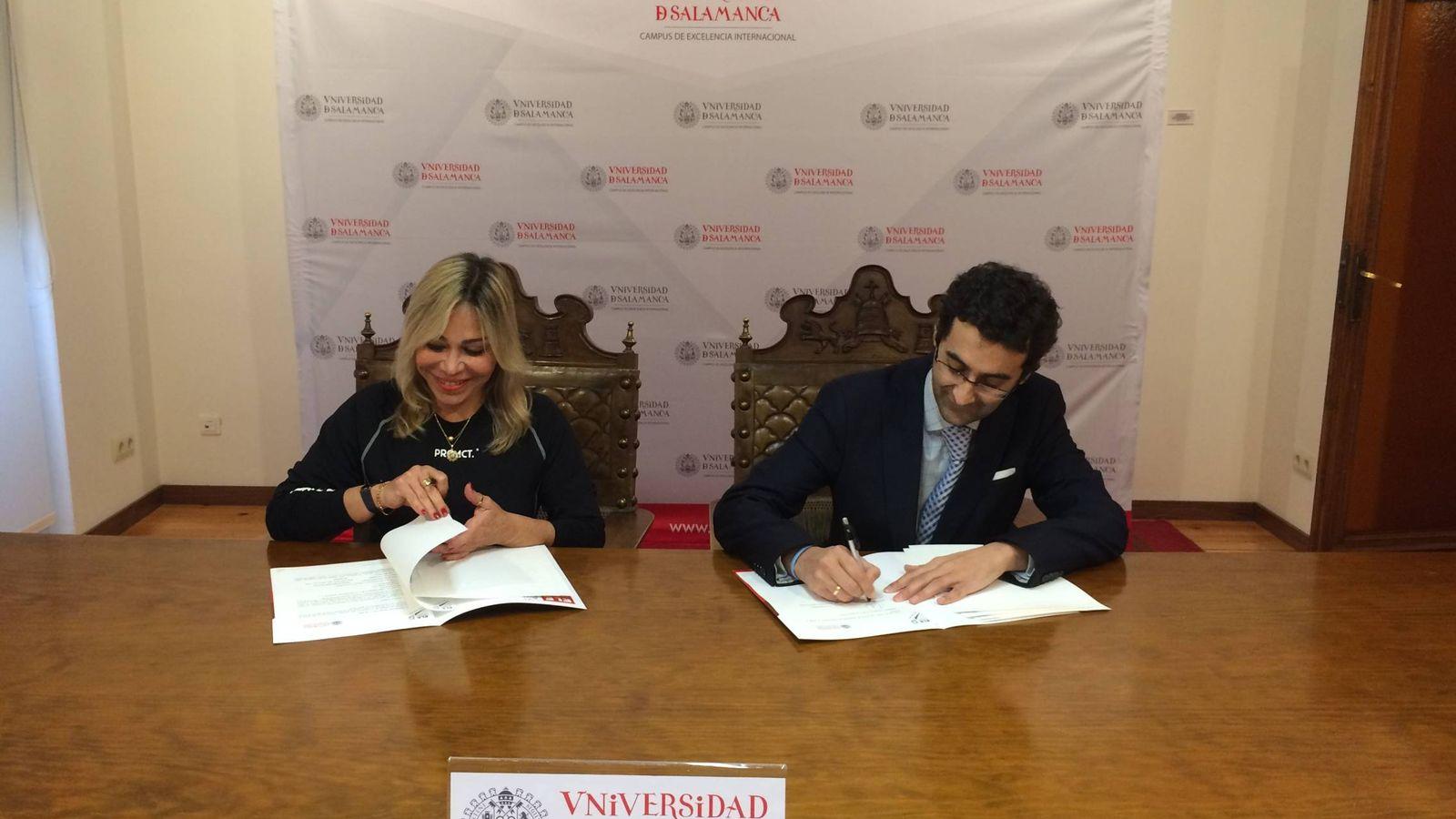 Foto: Firma del acuerdo para abrir la franquicia en Florida (Universidad de Salamanca)
