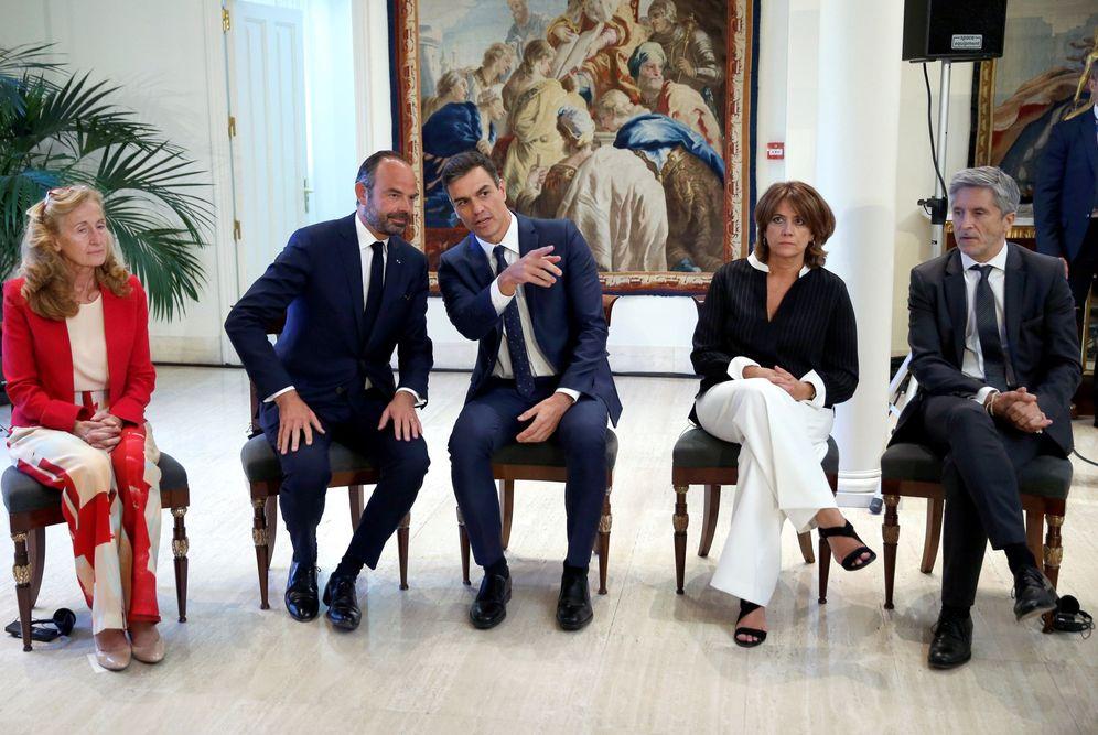 Foto: Lola Delgado y Fernando Grande-Marlaska, con Pedro Sánchez y el primer ministro francés y su ministra de Justicia, el pasado 1 de octubre. (EFE)