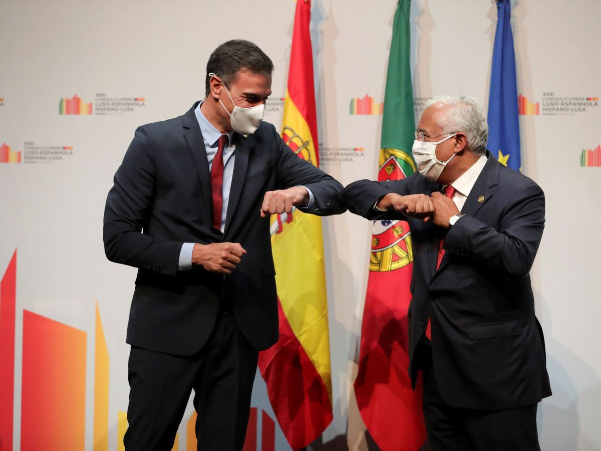 Foto: El presidente del Gobierno, Pedro Sánchez (i), y el primer ministro portugués, António Costa (d). (EFE)
