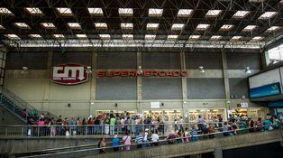 El miedo a Unidos Podemos ya provoca colas en los supermercados españoles