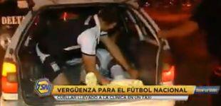 Post de Se lesiona en un partido de liga y lo llevan al hospital en taxi con el maletero abierto