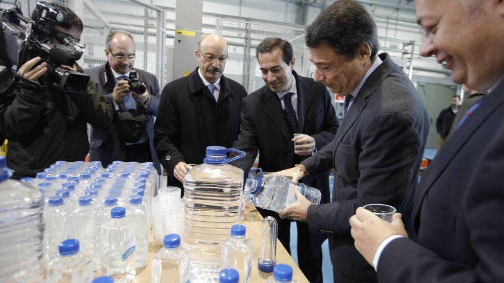 Foto: Ignacio González, expresidente de la Comunidad de Madrid, en una visita a las instalaciones del Canal. (EFE)