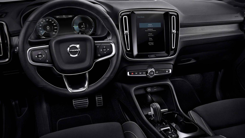 Puesto de conducción del Volvo XC40 T5, la versión de entrada a la gama enchufable de la marca sueca.