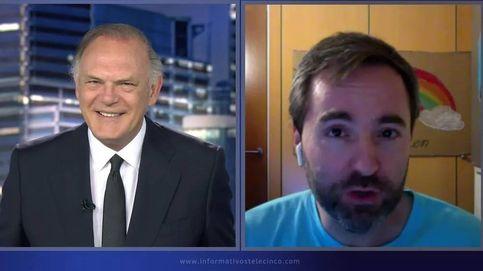 Piqueras, troleado en directo: Raúl Pérez le imita por sorpresa en 'Informativos T5'