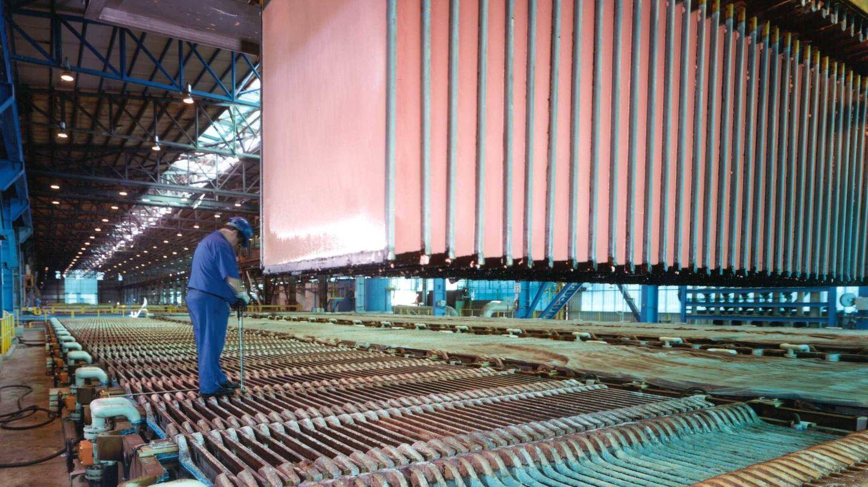 Un operario en la fundición de Huelva. (Atlantic Copper)