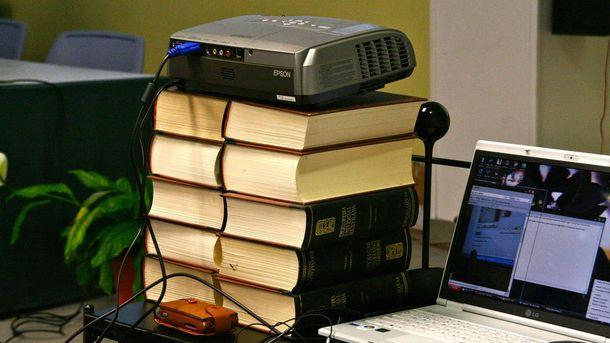 Foto: Enciclopedias, biblias y otros negocios obsoletos que aún dan dinero (en internet)