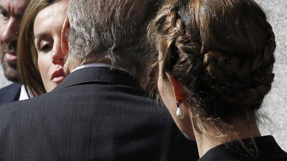 Los Reyes y la infanta Elena, muy pendientes de Letizia en el funeral del 11-M