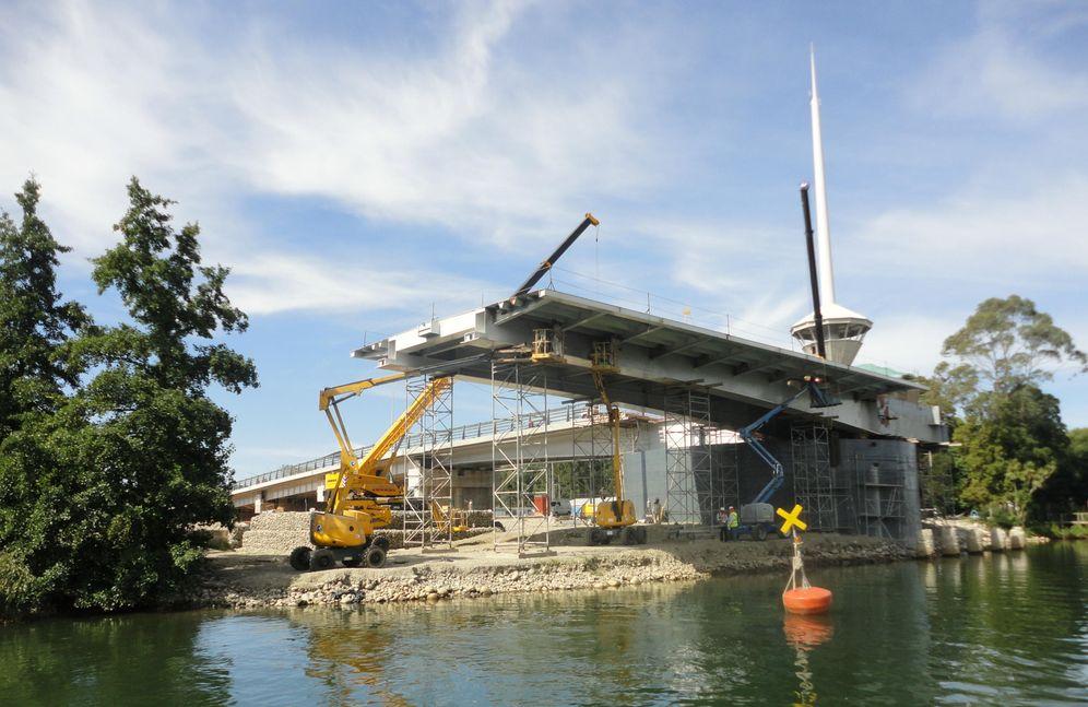 Foto: Imagen del Puente Cau-Cau durante su construcción en 2014 (Foto: Wikimedia Commons)