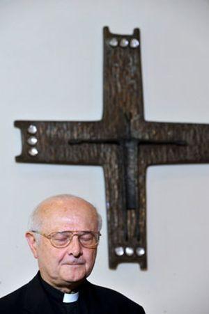 La renuncia de un obispo investigado por pederastia sacude la Baviera natal del Papa