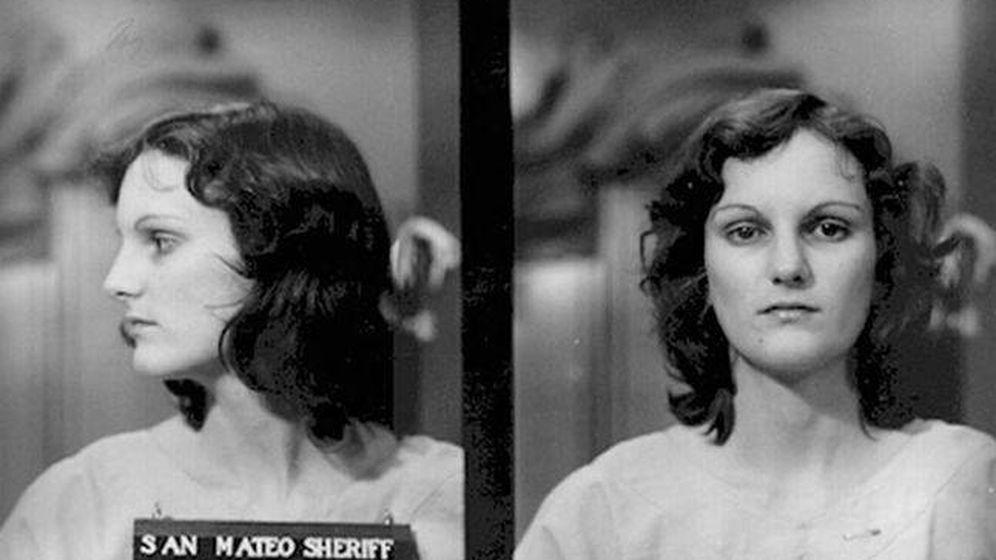 Foto: Foto: Patricia Hearst en 1974, tras unirse al SLA.